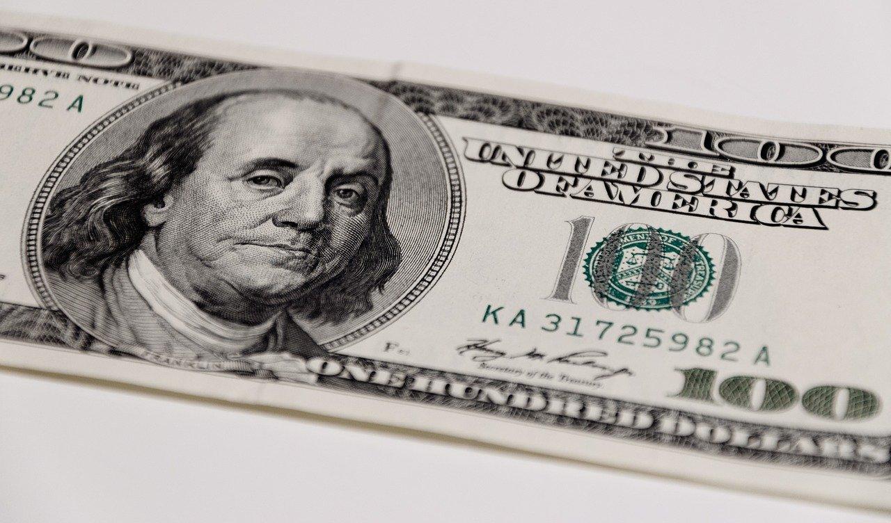 Как отличить поддельные доллары: фальшивые деньги обнаружены в Челябинске