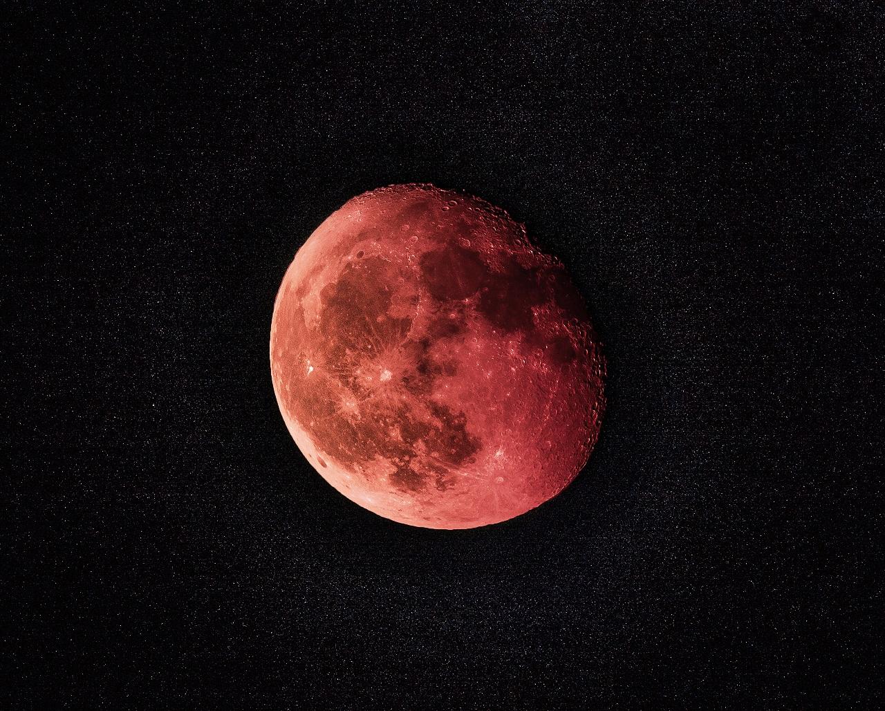 Затмение 2021 года: чем опасна кровавая Луна в мае
