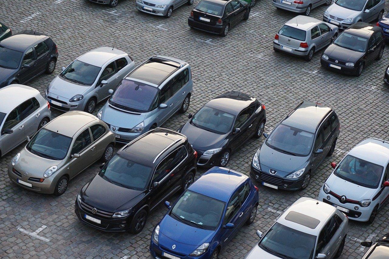 Парковки в Челябинске: готовы ли водители платить за стоянку в центре