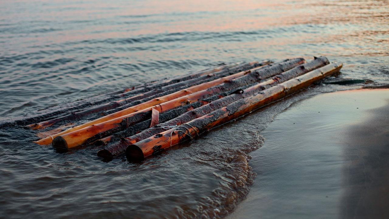 В Челябинской области детей унесло от берега на самодельном плоту