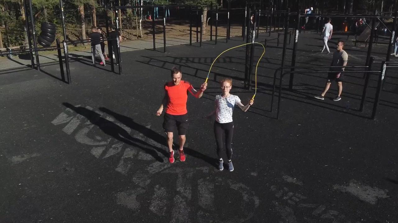 Семья из Челябинска устроила скоростные танцы со скакалками ВИДЕО