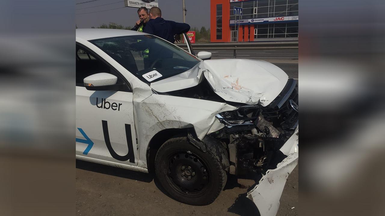 Пьяный таксист развозил пассажиров и устроил ДТП в Челябинской области ВИДЕО