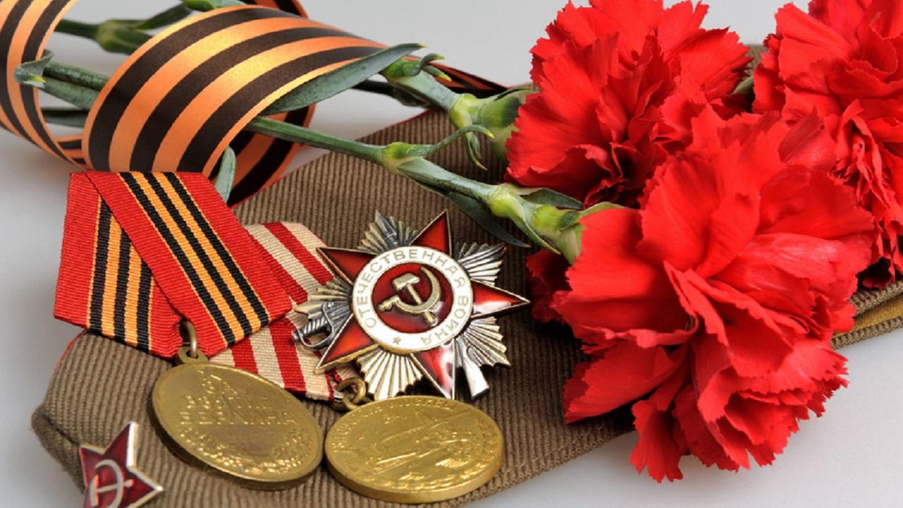 Парады у дома: в Челябинске накануне для Победы поздравляют ветеранов