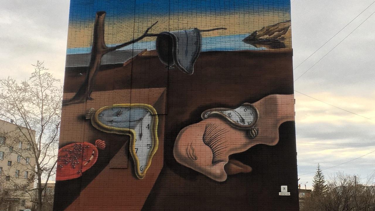 Слияние красоты: на Урале появилось новое граффити с картиной Никаса Сафронова