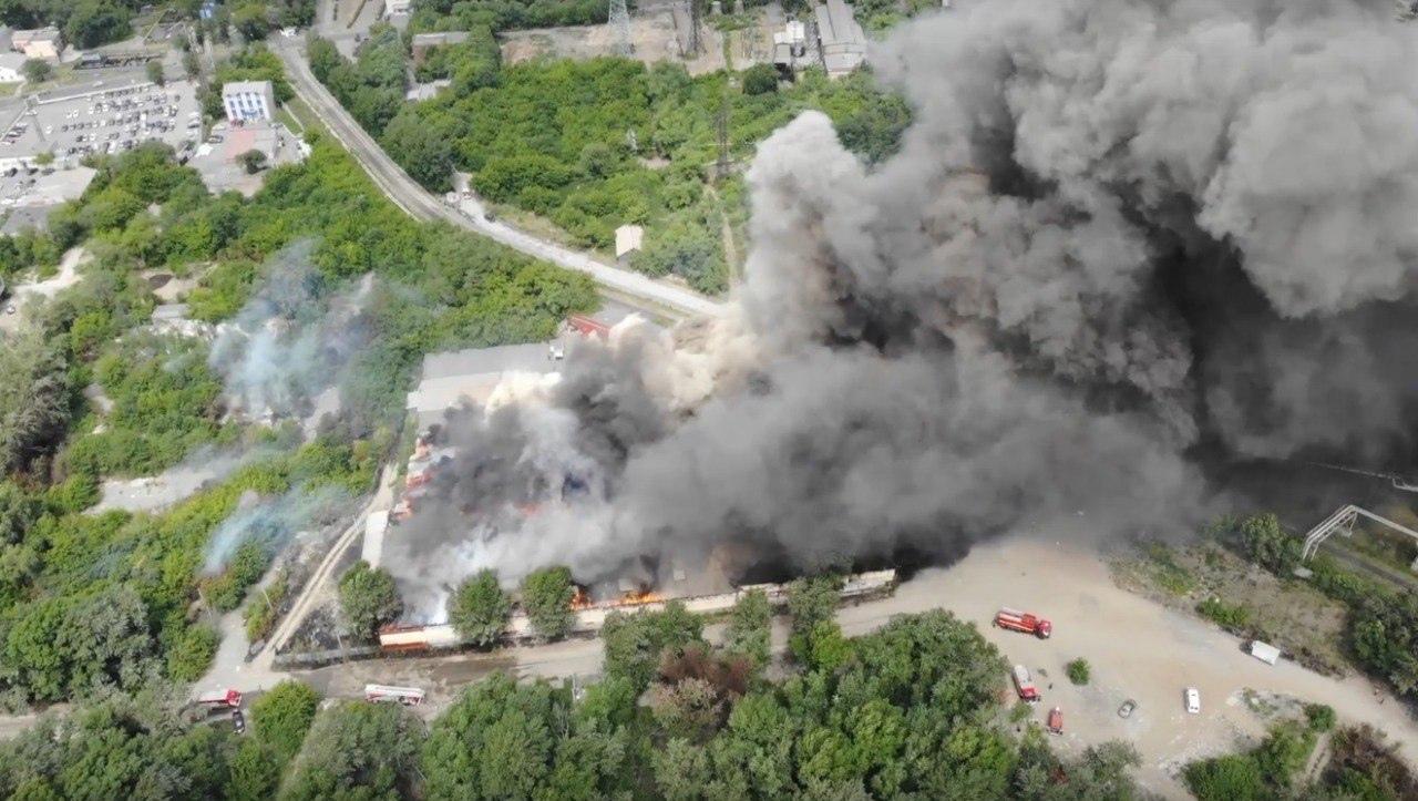 В Челябинске обрушилась крыша горящего склада ВИДЕО