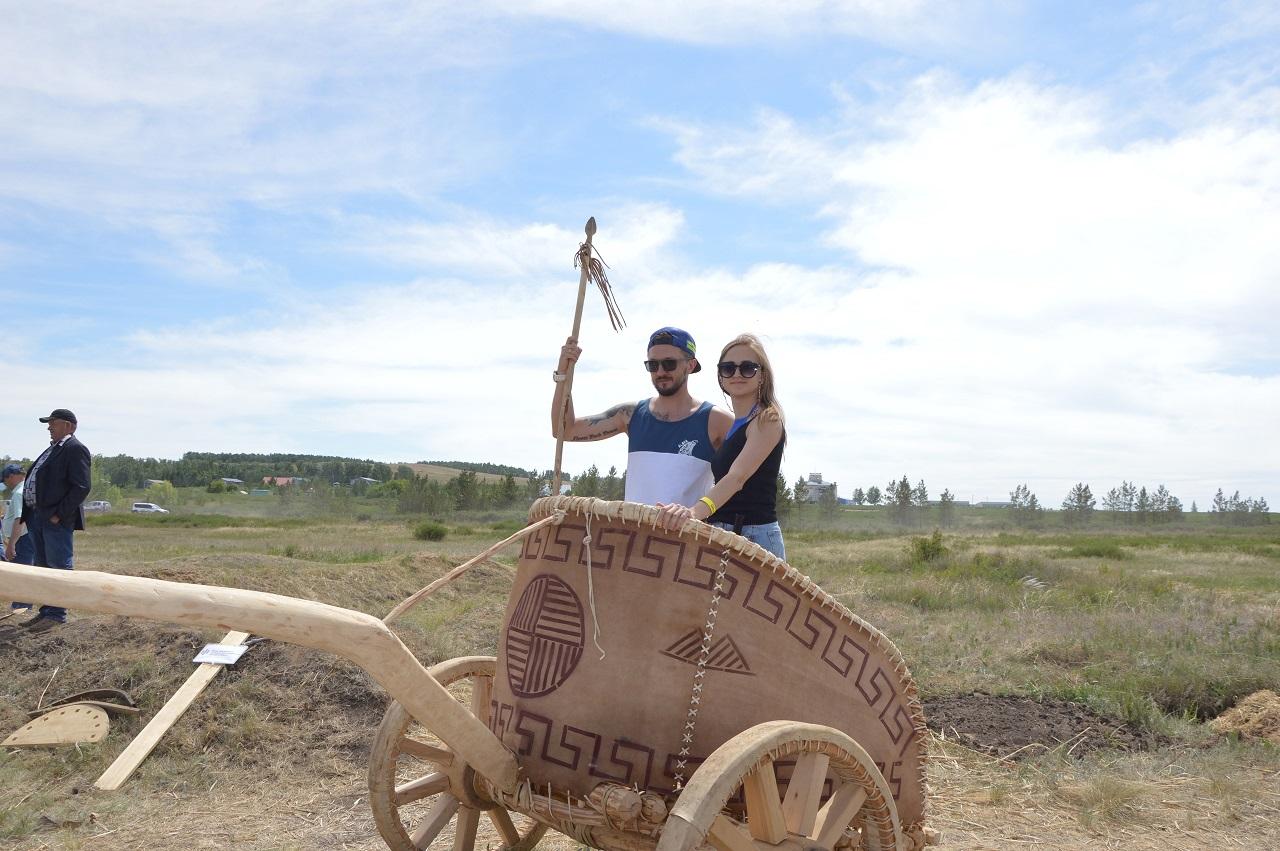 Древние дудочки и колесницы: как прошел фестиваль реконструкции в Челябинской области