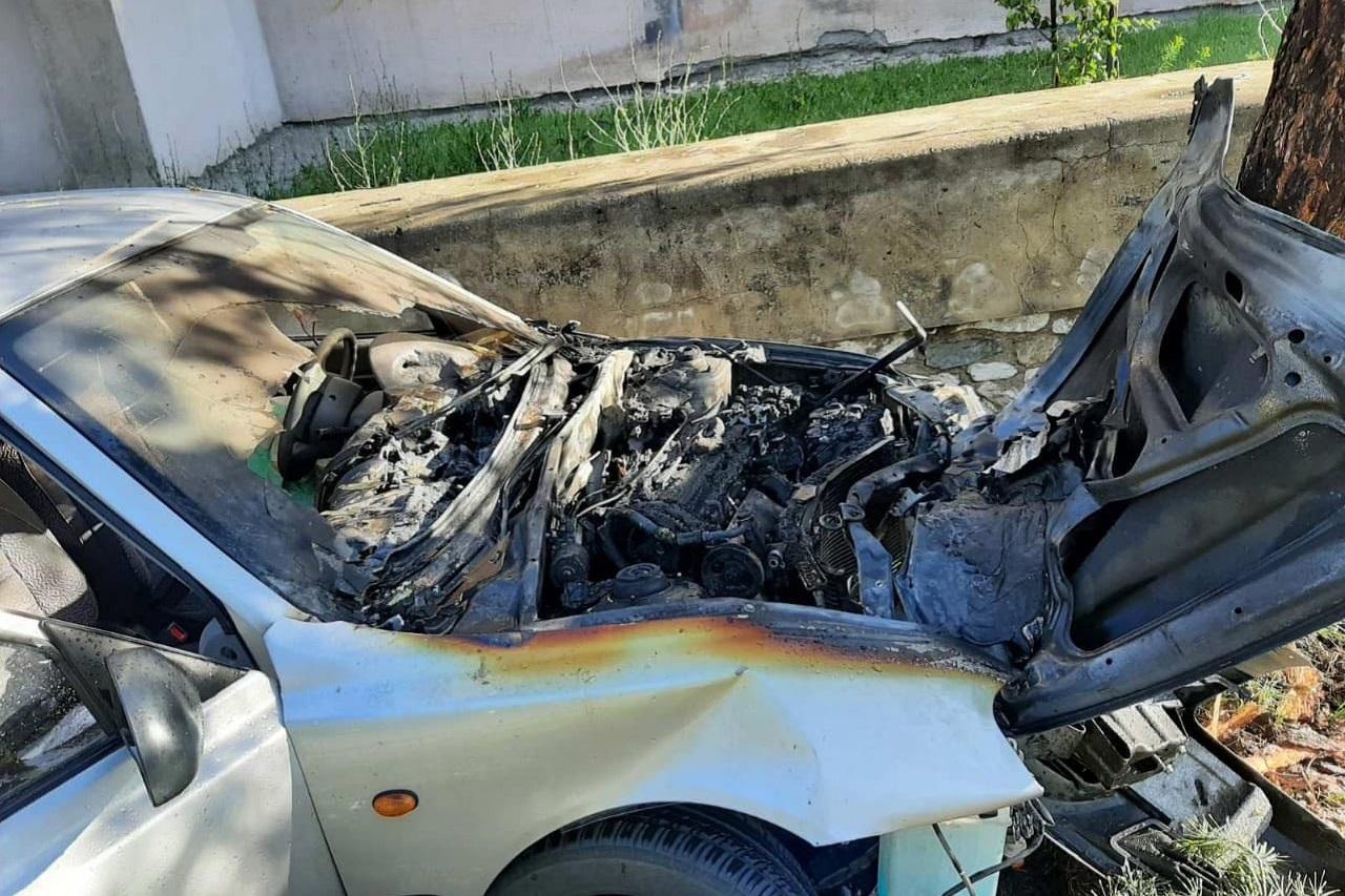 Водитель погиб в загоревшемся автомобиле в Челябинской области ВИДЕО