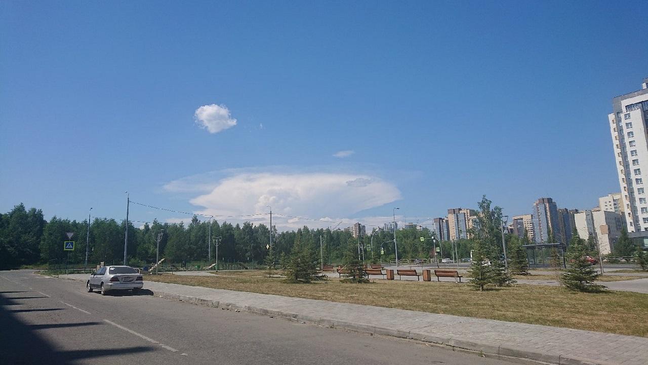 Над Челябинском повисли редкие облака, предупреждающие о резком изменении погоды