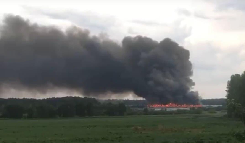 Из-за удара молнии под Челябинском загорелась птицефабрика ФОТО