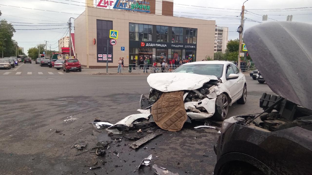 В ДТП с 5 автомобилями в Челябинске погибла девушка, есть пострадавшие