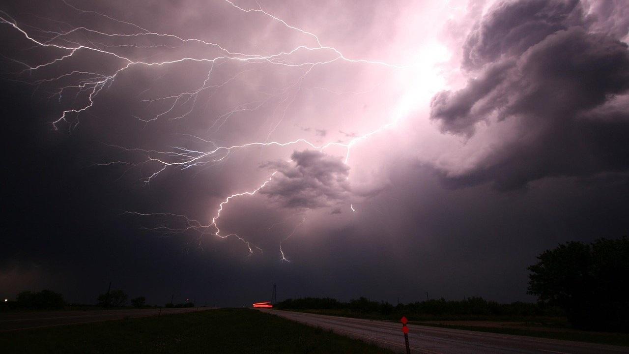 Грозы и град: штормовое предупреждение объявлено в Челябинской области
