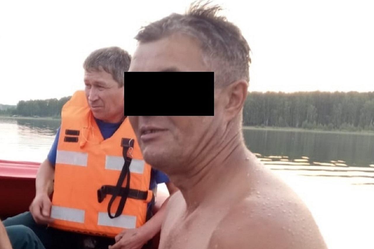 Думал, что все в порядке: мужчина едва не утонул посреди озера на Урале
