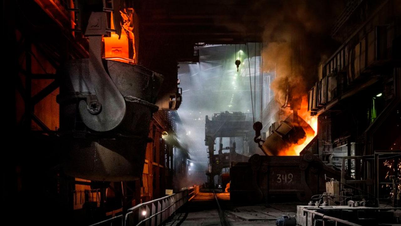 180 тонн металла за смену: на ММК выбрали лучшего сталевара