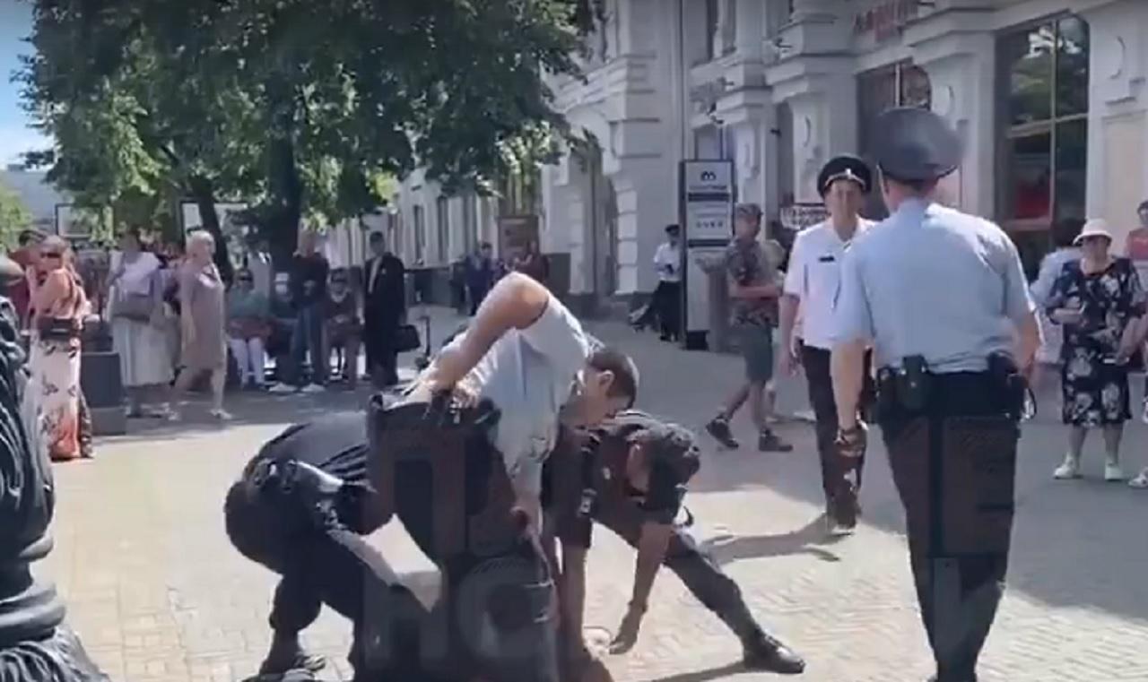 Житель Челябинска напал на полицейского
