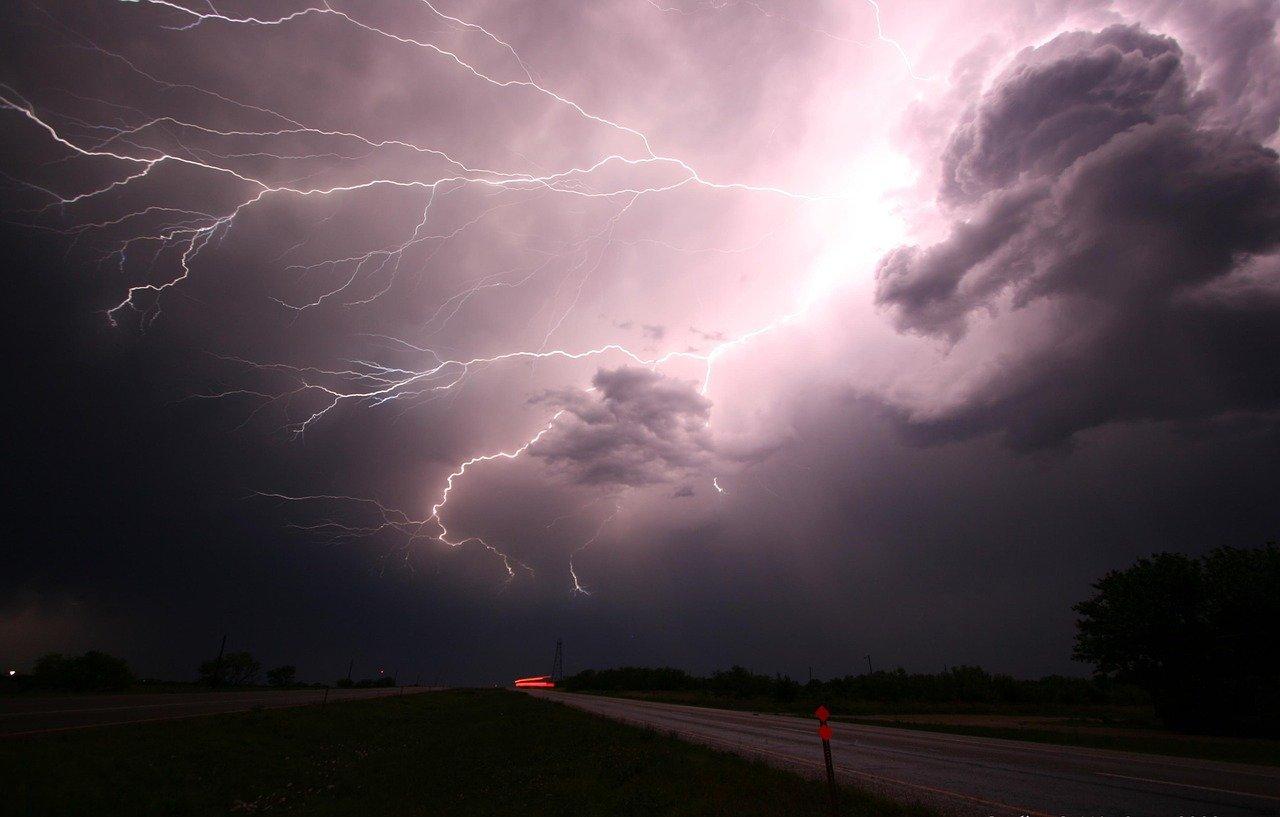 Опасная погода: МЧС в Челябинской области рассылает экстренные предупреждения