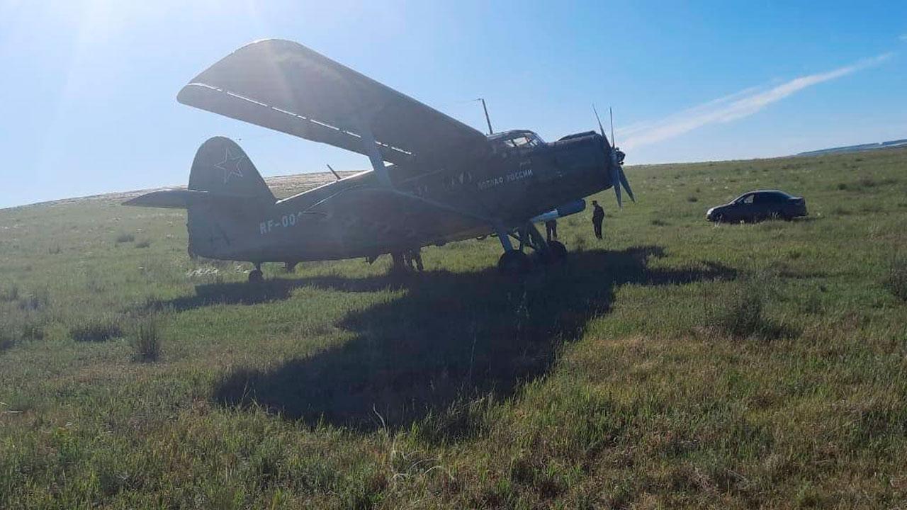 Самолет с пассажирами экстренно сел на поле в Челябинской области