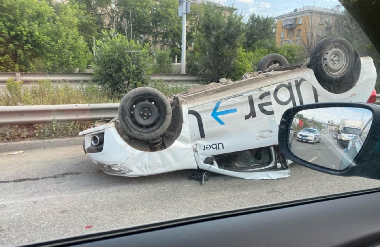 Такси в Челябинске перевернулось на крышу ВИДЕО