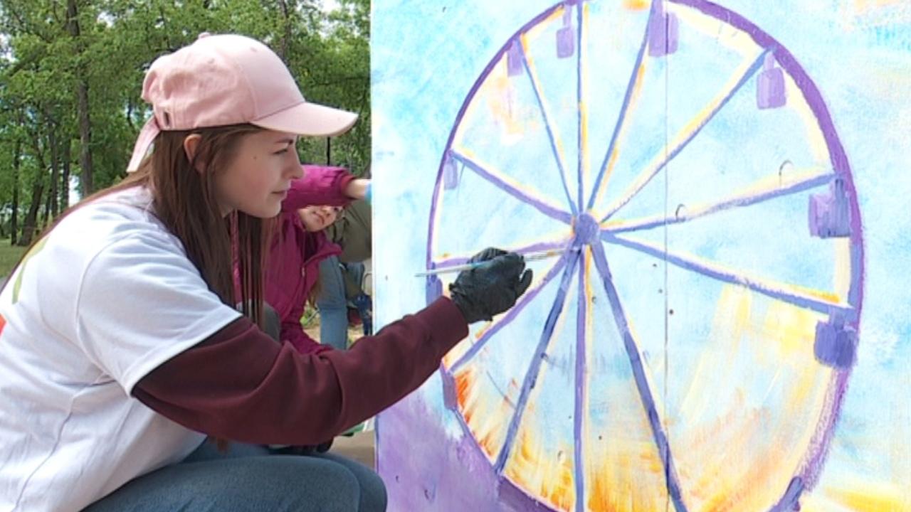 Гигантские детские рисунки появились в челябинском парке