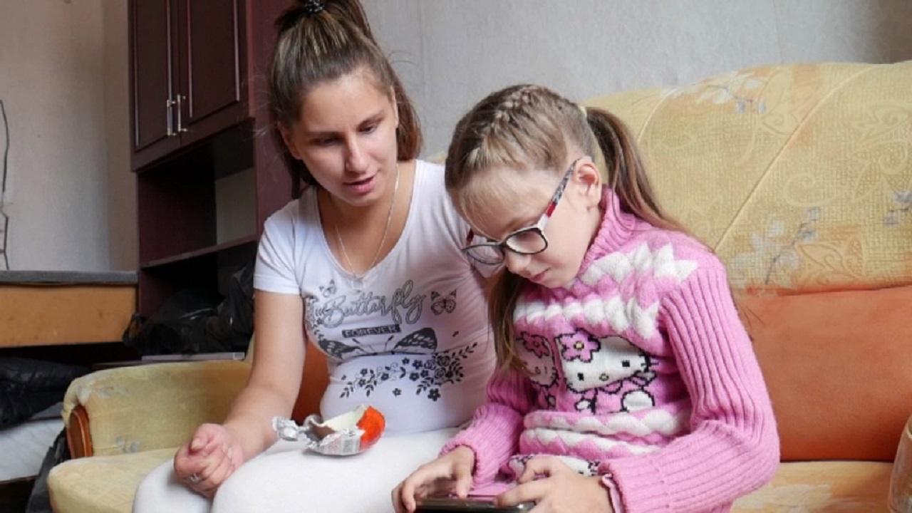 С ребенком в бараке: в Челябинской области сирота 12 лет не может получить квартиру