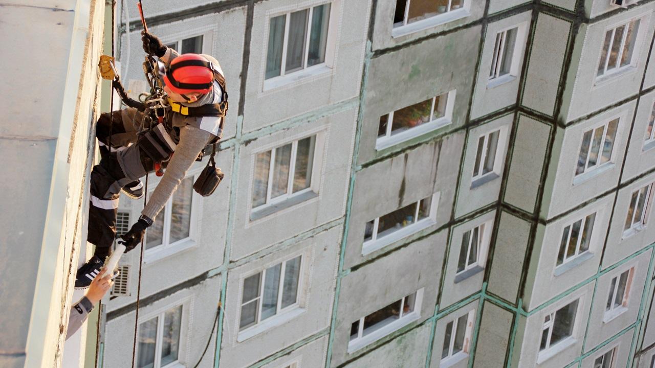 Покорители вершин: как работают промышленные альпинисты в Челябинске