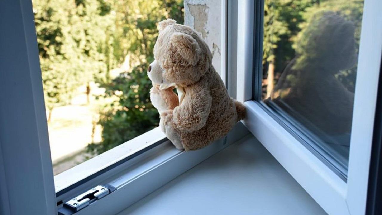 В Челябинске двухлетний ребёнок разбился, выпав из окна 7 этажа