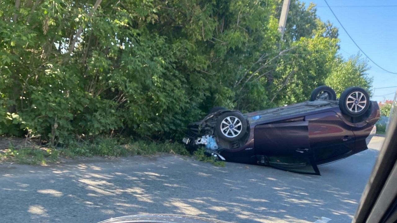 Опрокинулась на крышу: иномарка попала в ДТП в Челябинске
