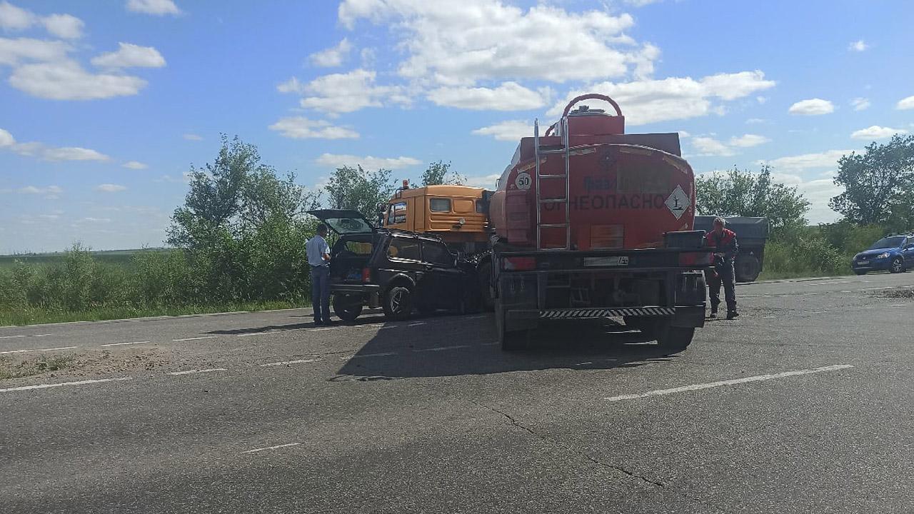 Прямо в топливный бак: ДТП с бензовозом в Челябинской области ВИДЕО