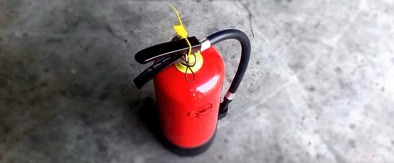 Из-за пожара из торгового комплекса в Челябинске эвакуировались 200 человек