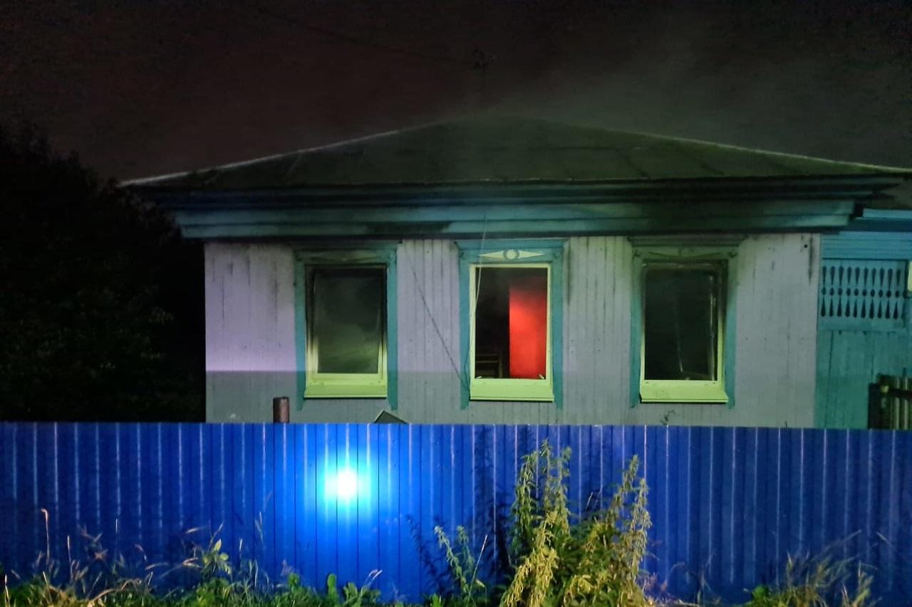 Не прошли мимо: на Южном Урале очевидцы пожара вытащили семью из огня