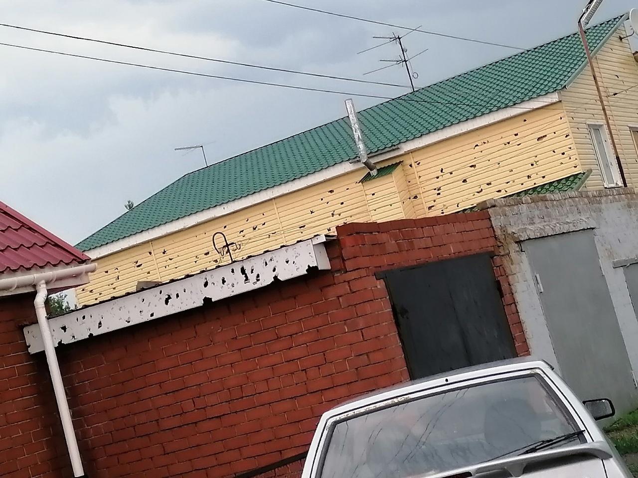 «Как из пулемета долбило»: в Челябинской области показали последствия 8-сантиметрового града