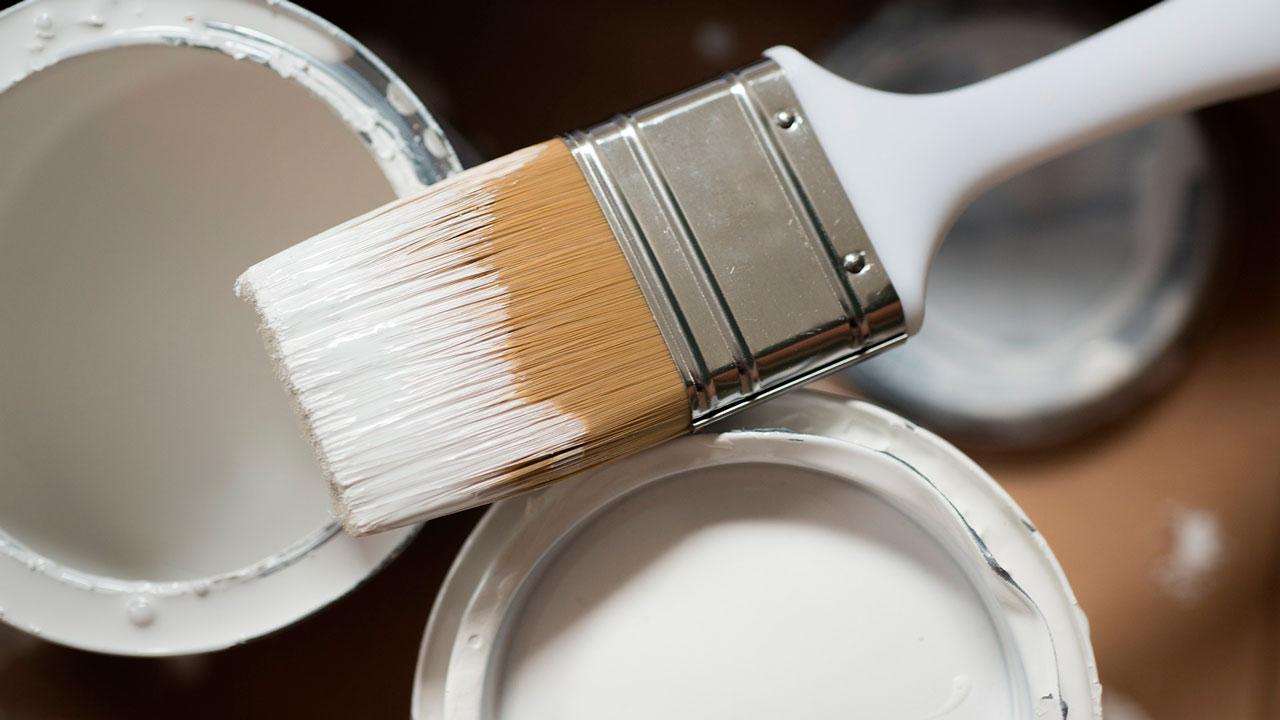 Спасли чудом: мужчина в Челябинской области отравился ядовитыми парами краски