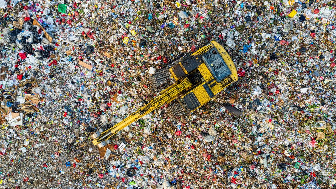 Стоит без дела и гниет: на Южном Урале 2,5 года не запускают мусоросортировочный комплекс