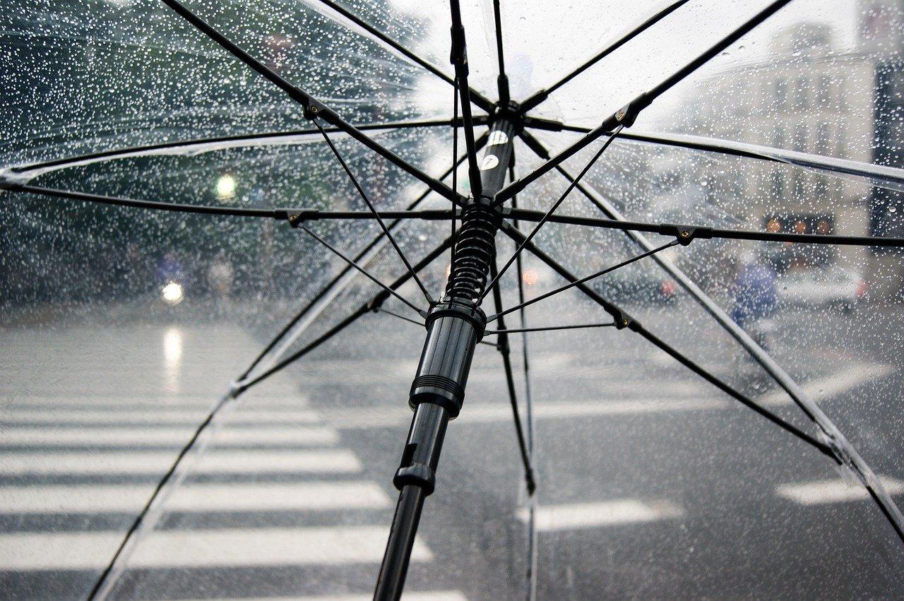 На Челябинскую область идут сильные дожди, град и штормовой ветер – МЧС предупреждает