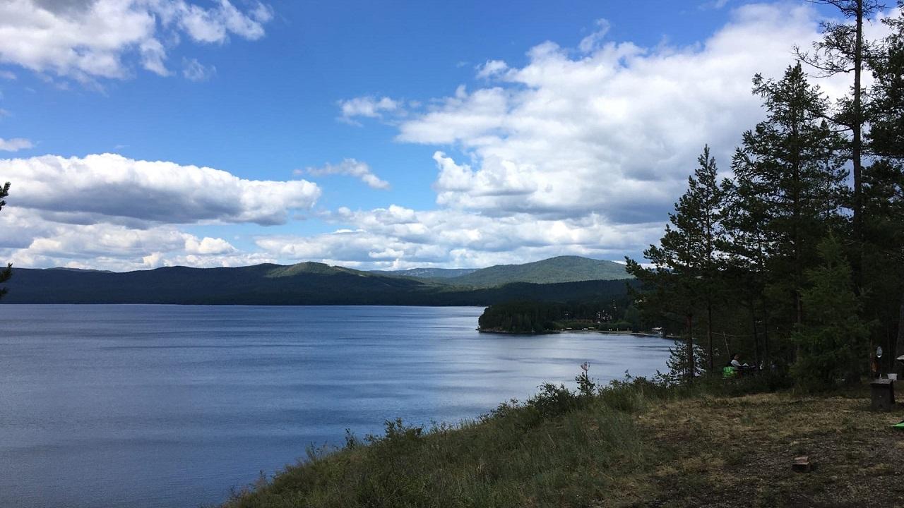 На озере Тургояк нельзя купаться: с чем связаны запреты