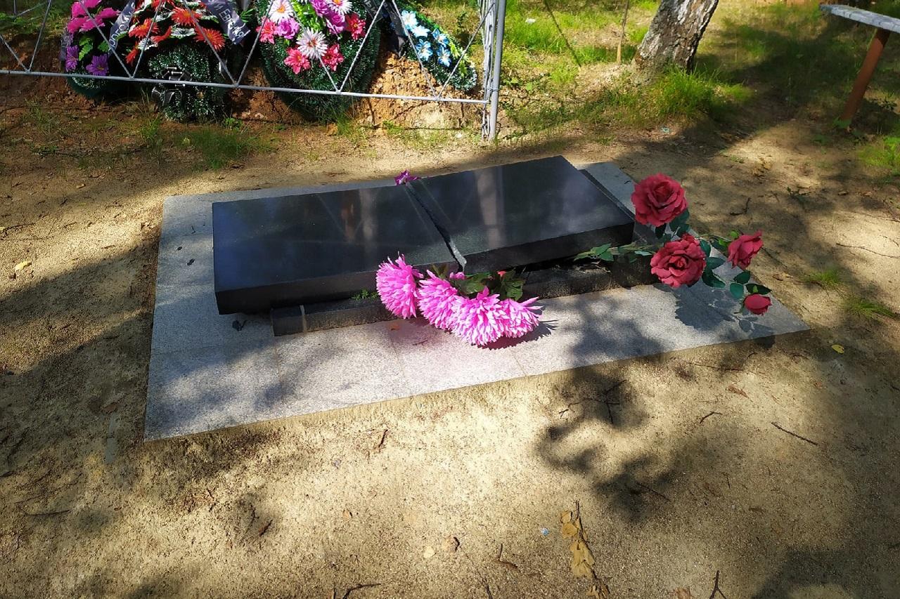 Ломали 3 дня подряд: подростки разгромили кладбище в Челябинской области