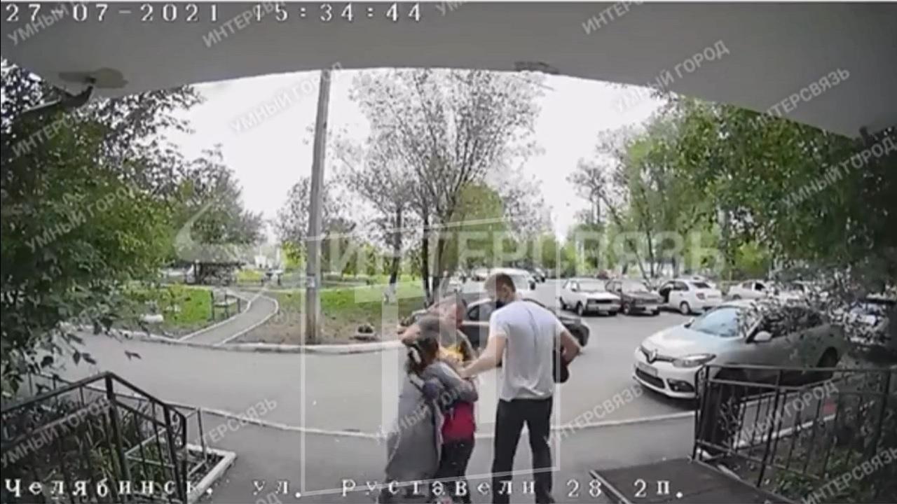 Прикрывалась ребенком: в Челябинске задержали опытную закладчицу ВИДЕО