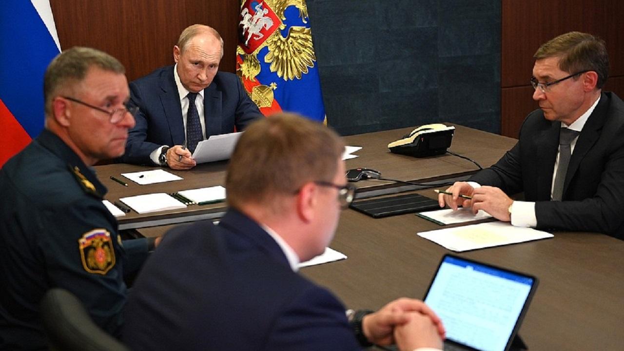 Путин провел в Челябинской области совещание по ситуации с пожарами в регионах РФ
