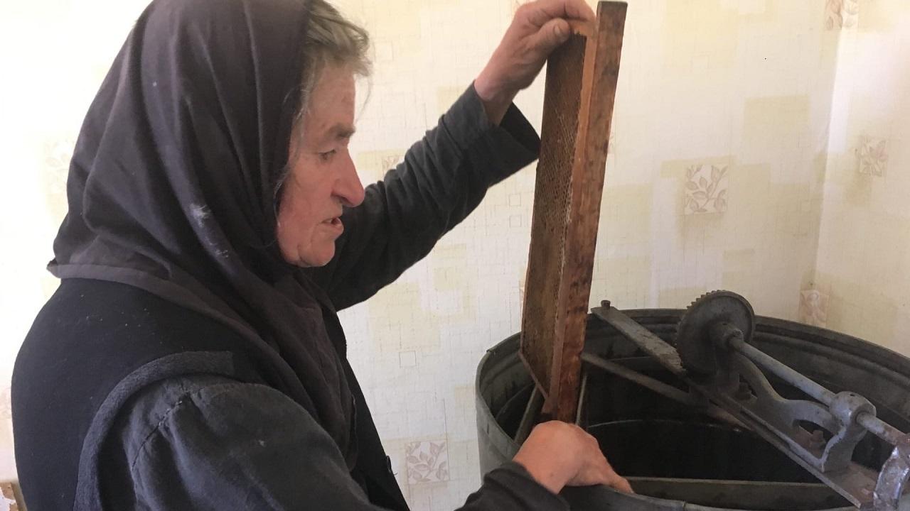 Как монахини Южного Урала мед к Успенскому посту качали ВИДЕО