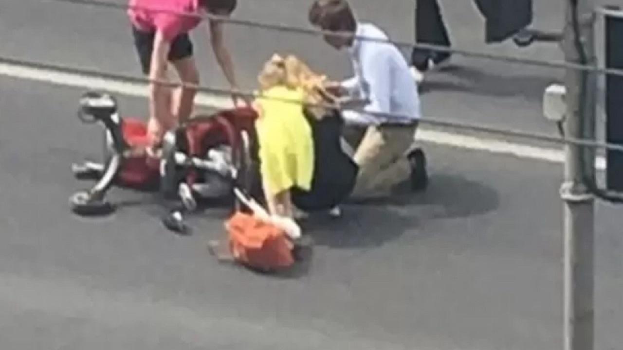 Под Челябинском машина сбила женщину с ребенком в коляске