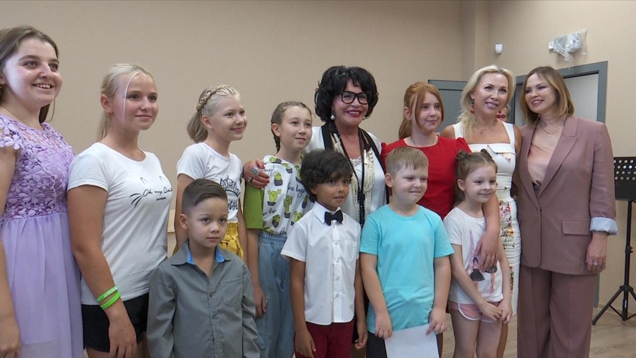 Надежда Бабкина посетила обновленную детскую филармонию в Челябинске