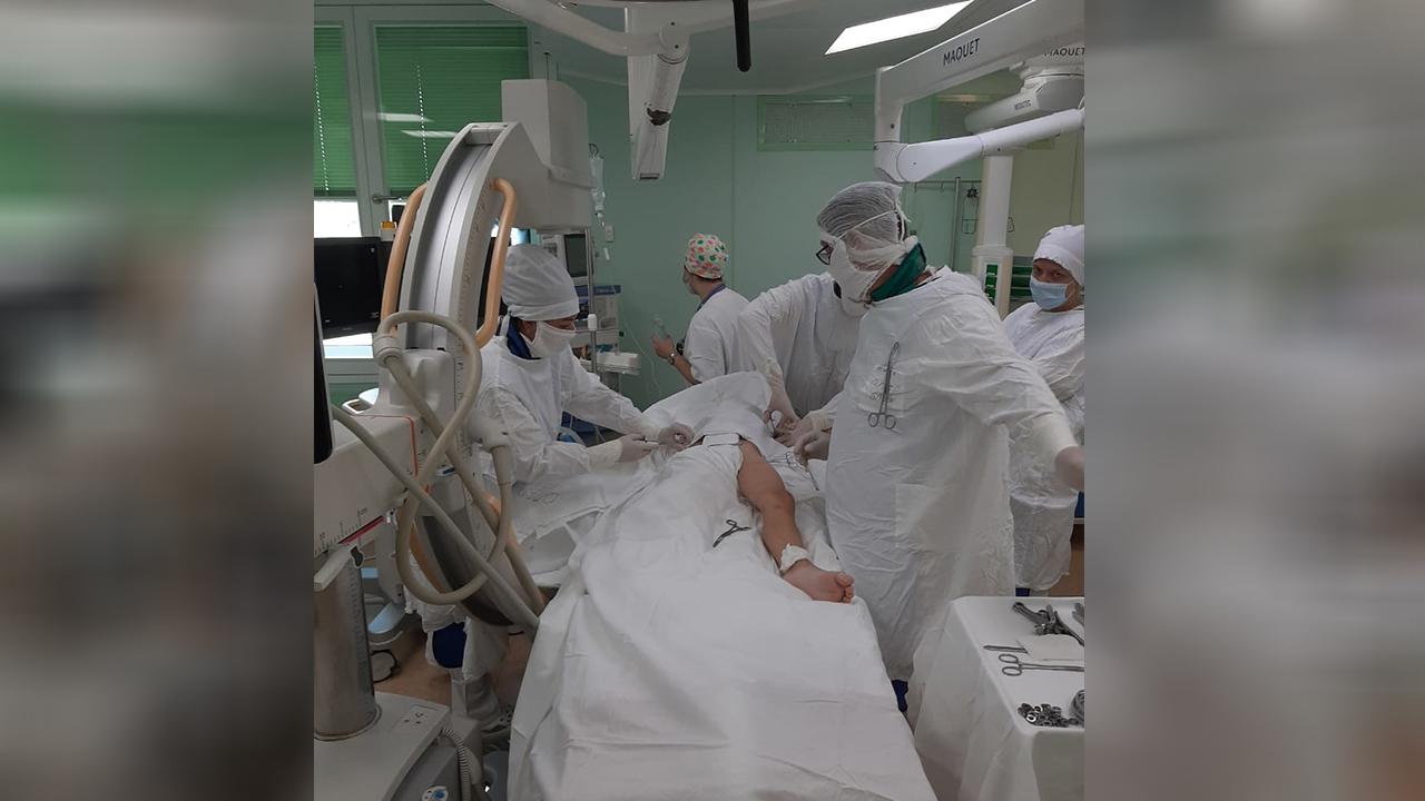 Почти оторвало руку: врачи в Челябинске спасли ребенка, выпавшего с 5 этажа
