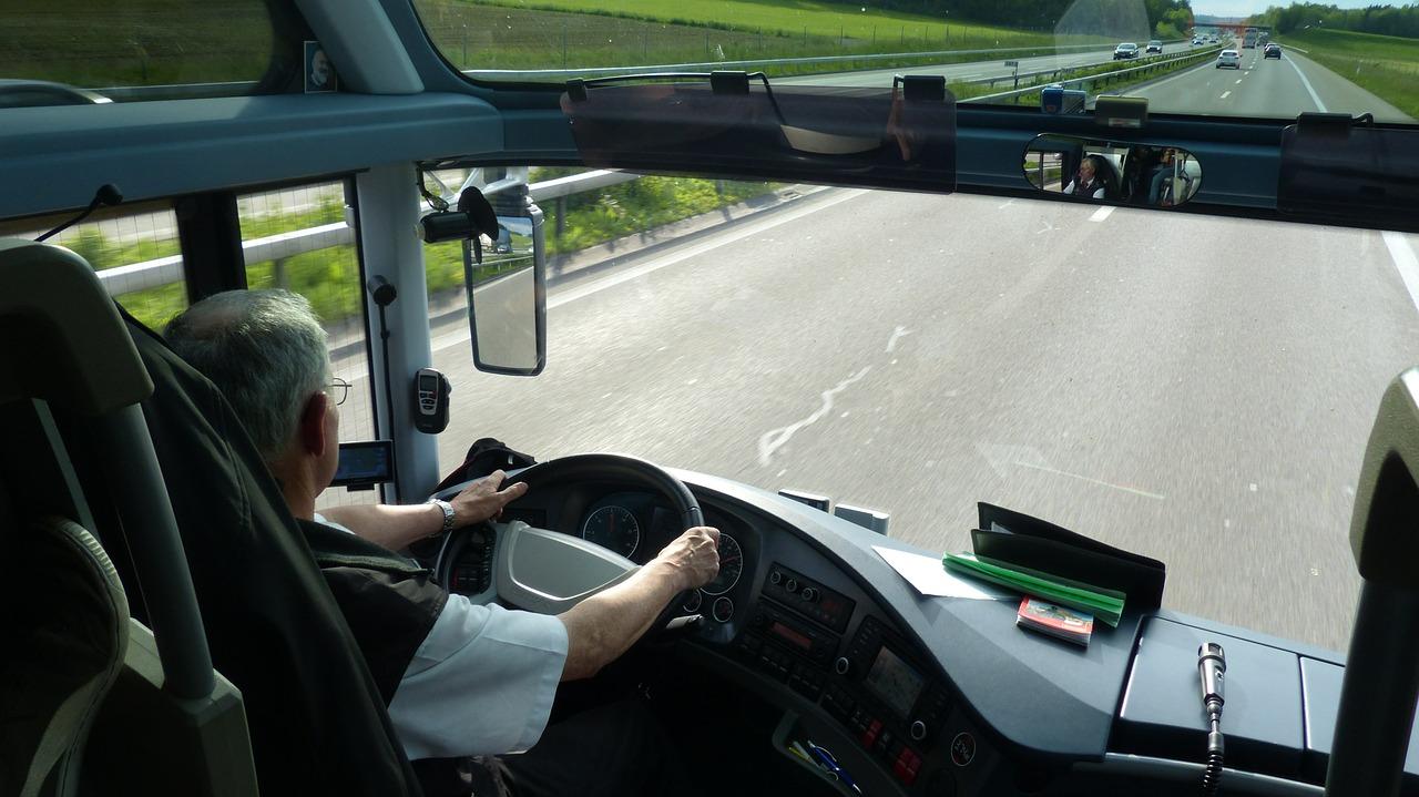 Вез 12 пассажиров: в Челябинской области задержали пьяного водителя автобуса
