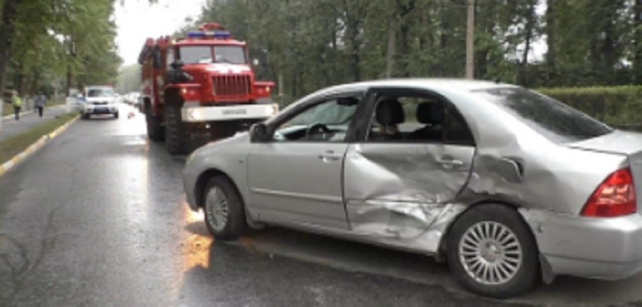 Пытался объехать женщину с собакой: южноуралец попал в аварию с 5 пострадавшими