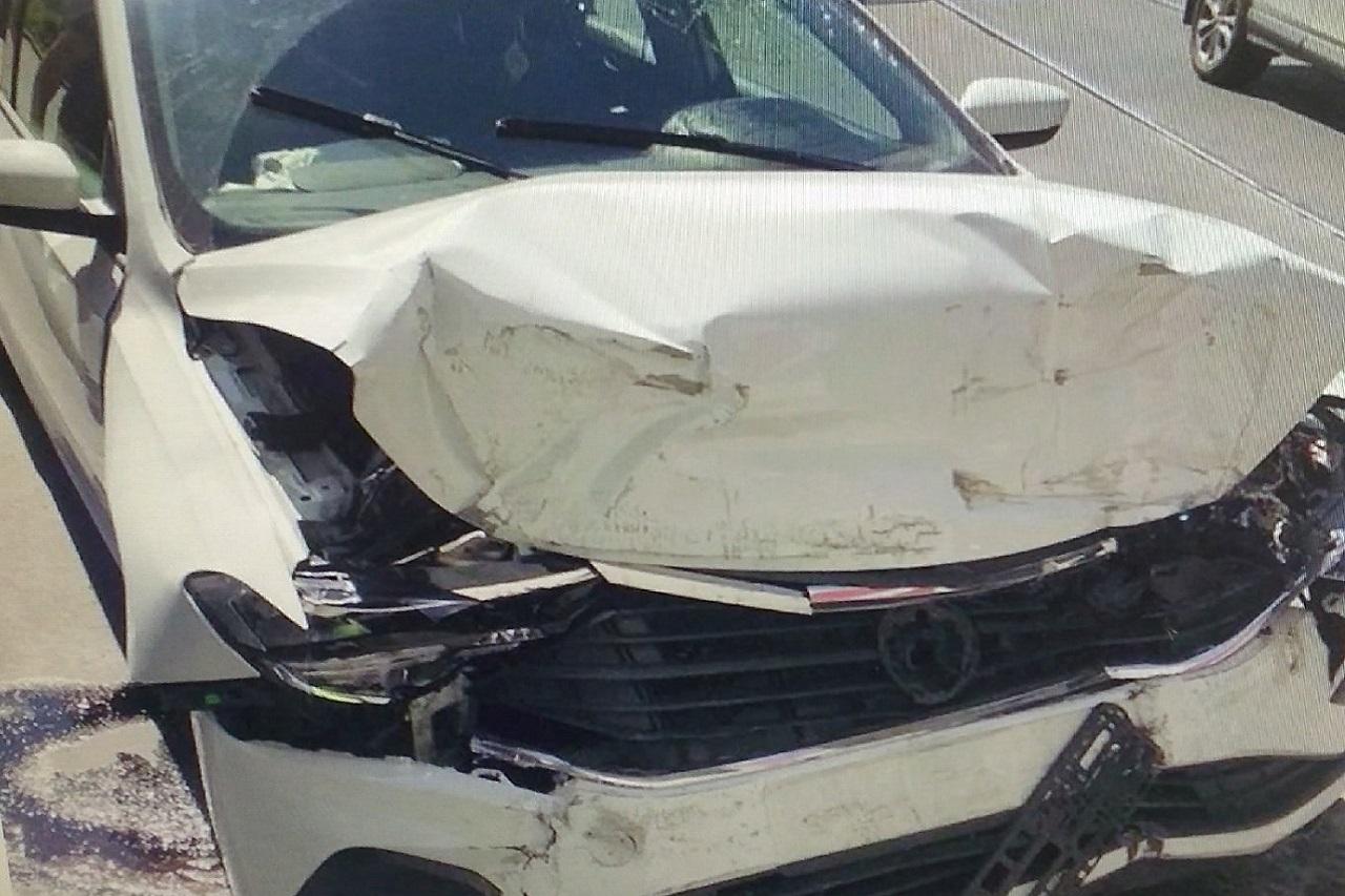 Автомобиль врезался в опору моста в Челябинске, есть пострадавший