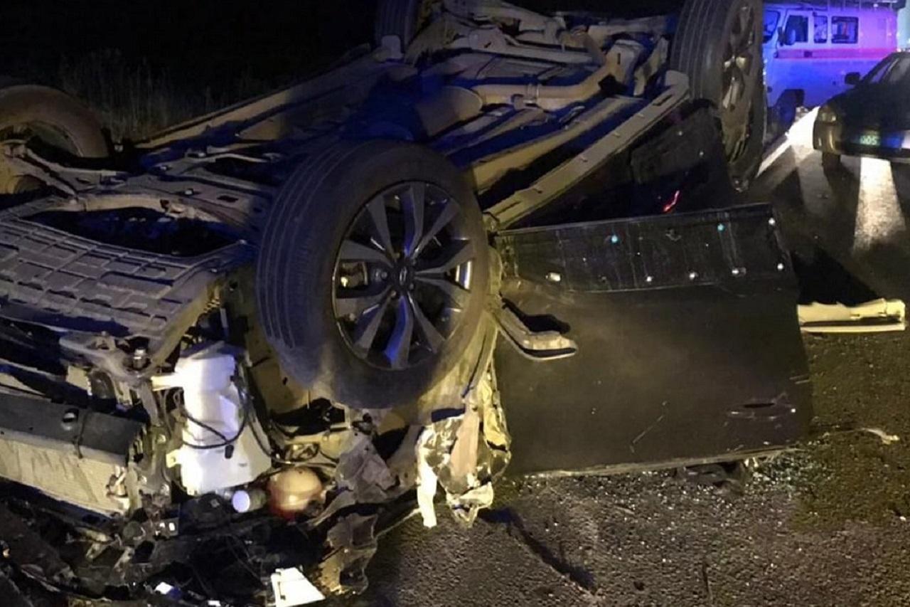 Легковой автомобиль попал под грузовик в Челябинской области, есть погибшие