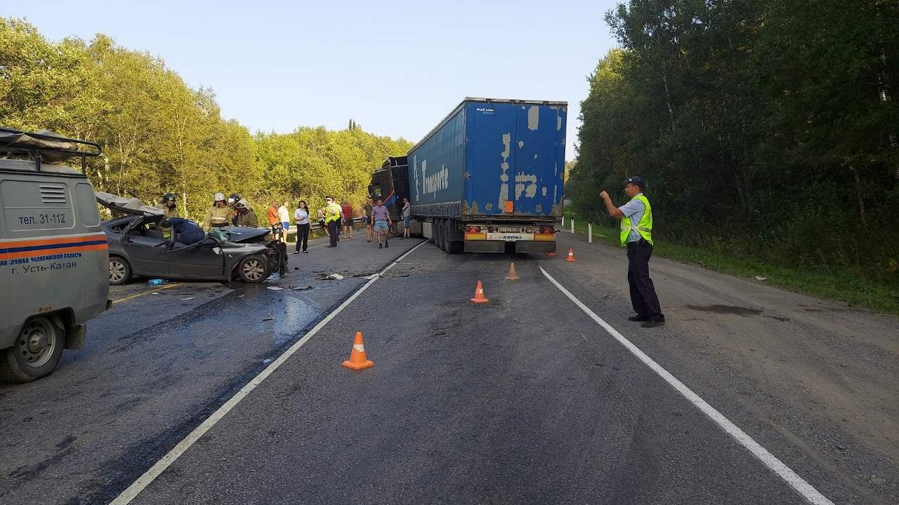 Разбился насмерть: на трассе в Челябинской области произошло жесткое лобовое ДТП