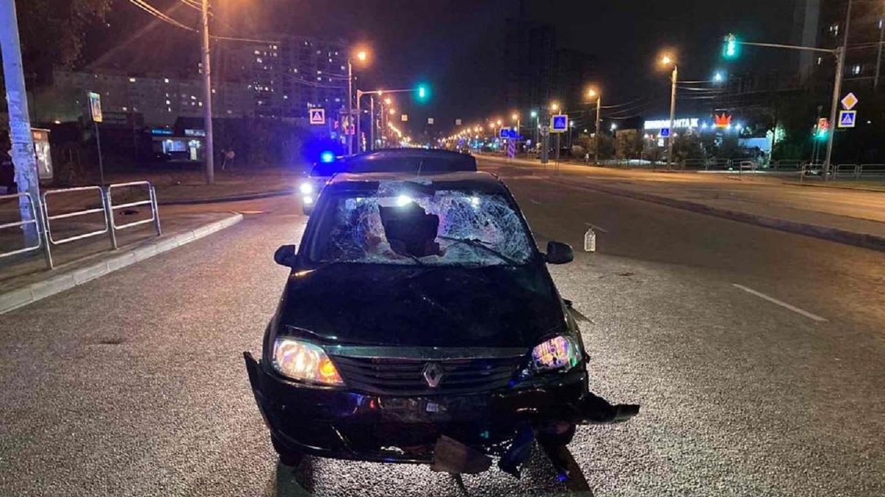 В Челябинске автомобиль протаранил двух пешеходов, есть пострадавшие