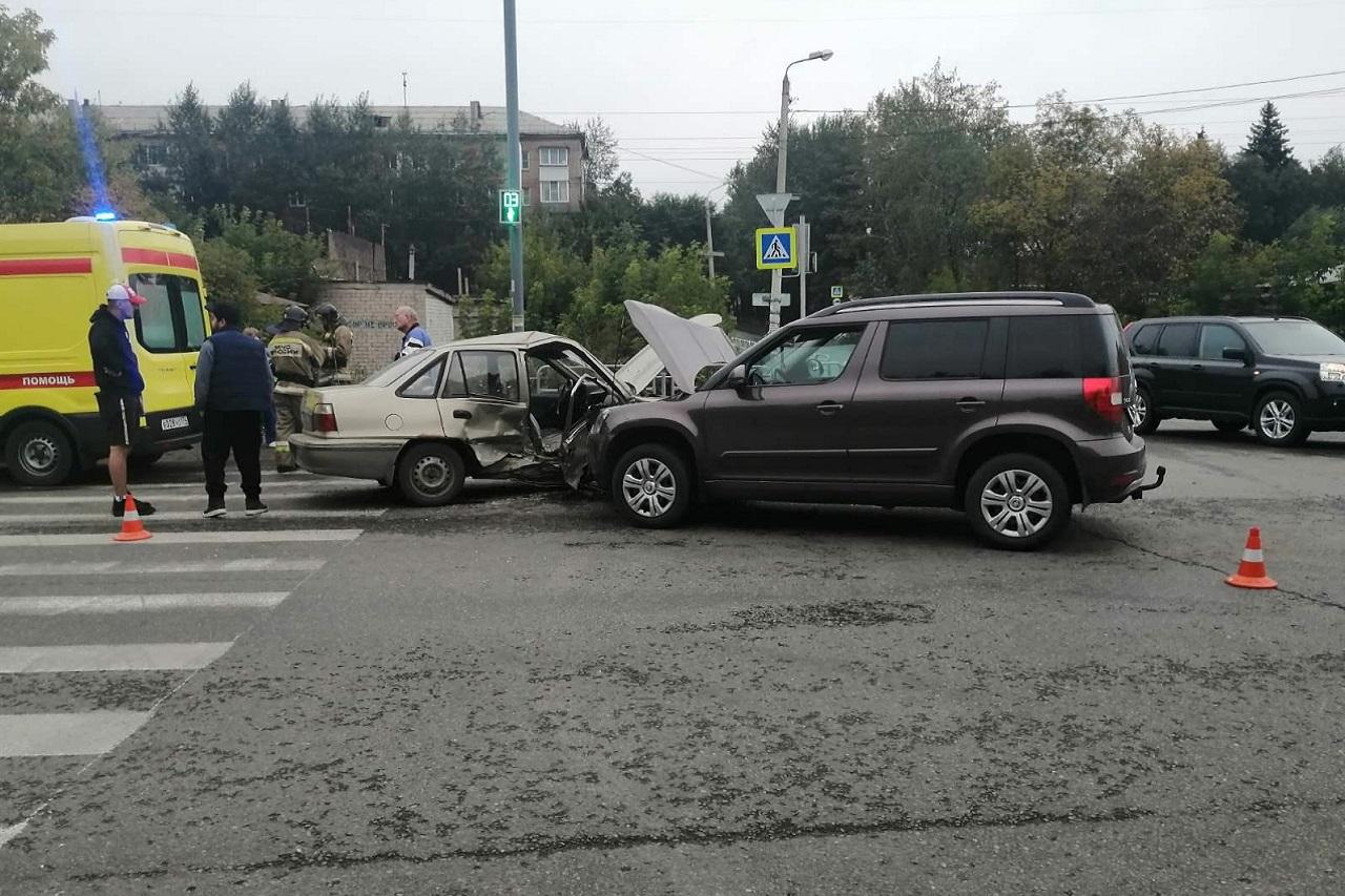 Вылетел на трамвайные пути: пьяный водитель устроил ДТП в Челябинске