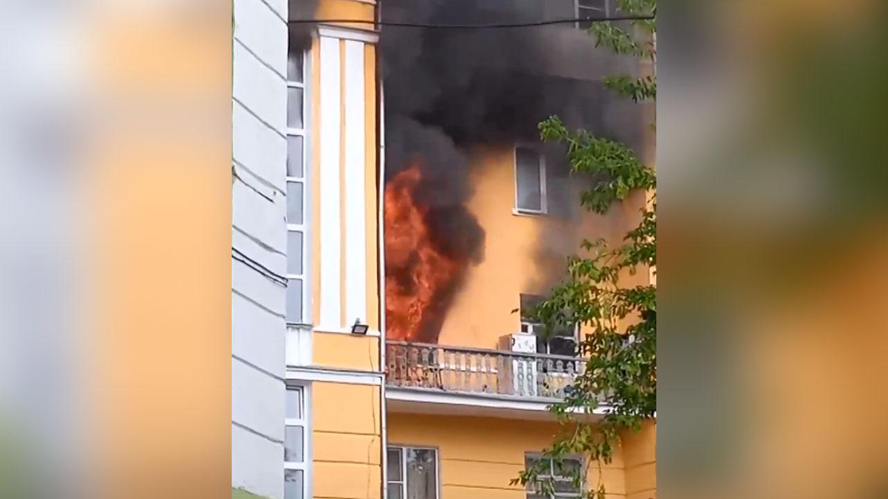 Многоквартирный дом загорелся в Челябинской области, есть пострадавшие ВИДЕО