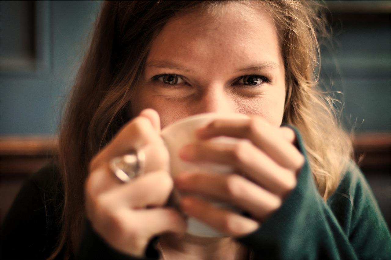 Язык жестов: 12 способов, как распознать ложь и симпатию